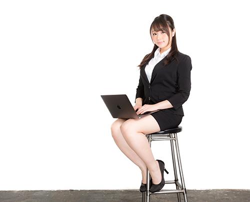 椅子での正しい座り姿勢で腰痛を改善